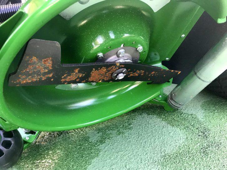 ロータリー式の芝刈り機