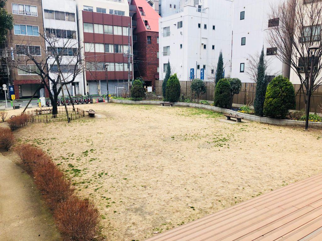 秋葉原アーツ千代田 3331の芝生
