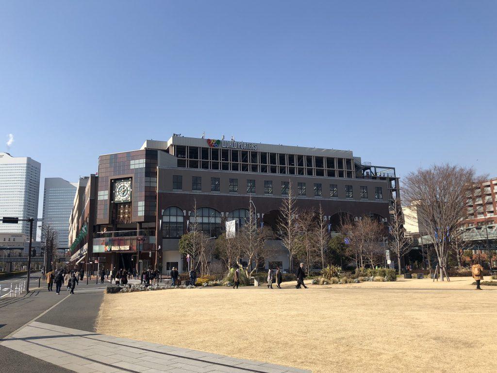 赤レンガ倉庫(新港中央広場)の芝生広場