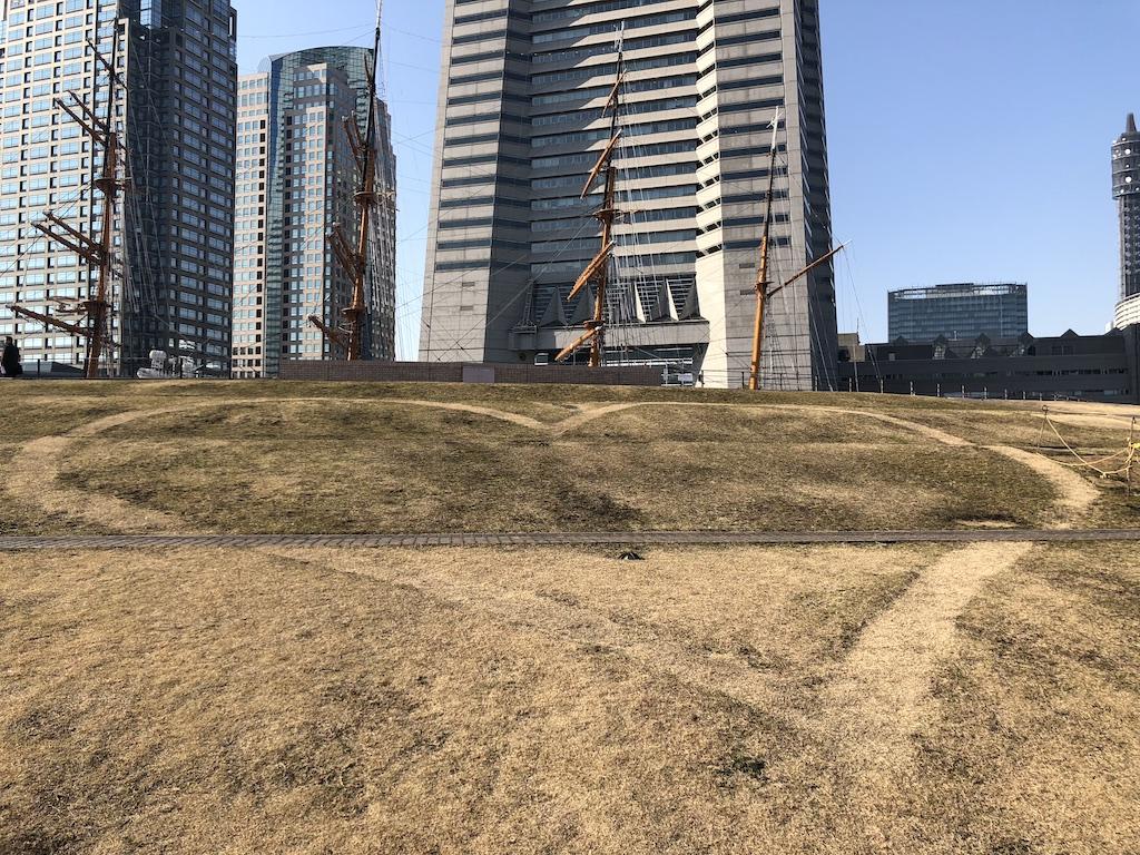 横浜の芝生アート